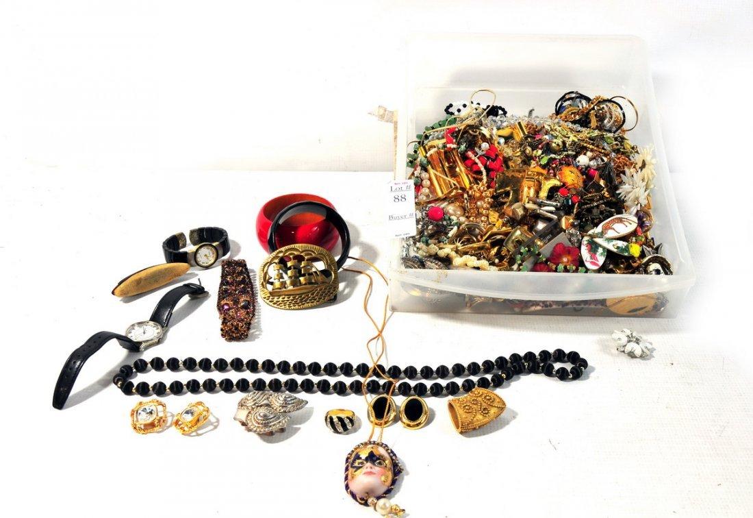 88: Costume jewelry lot