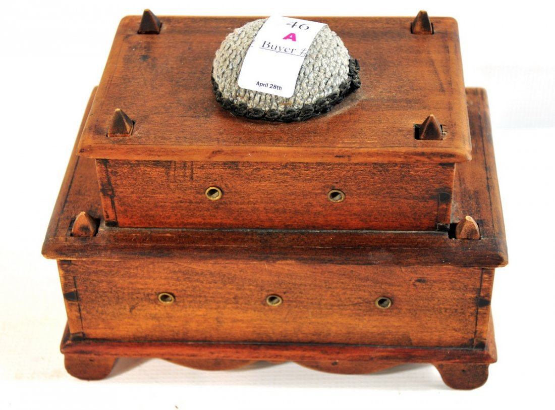 """46A: Shaker Wooden Sewing box 8 1/2"""" Wide 6"""" length"""
