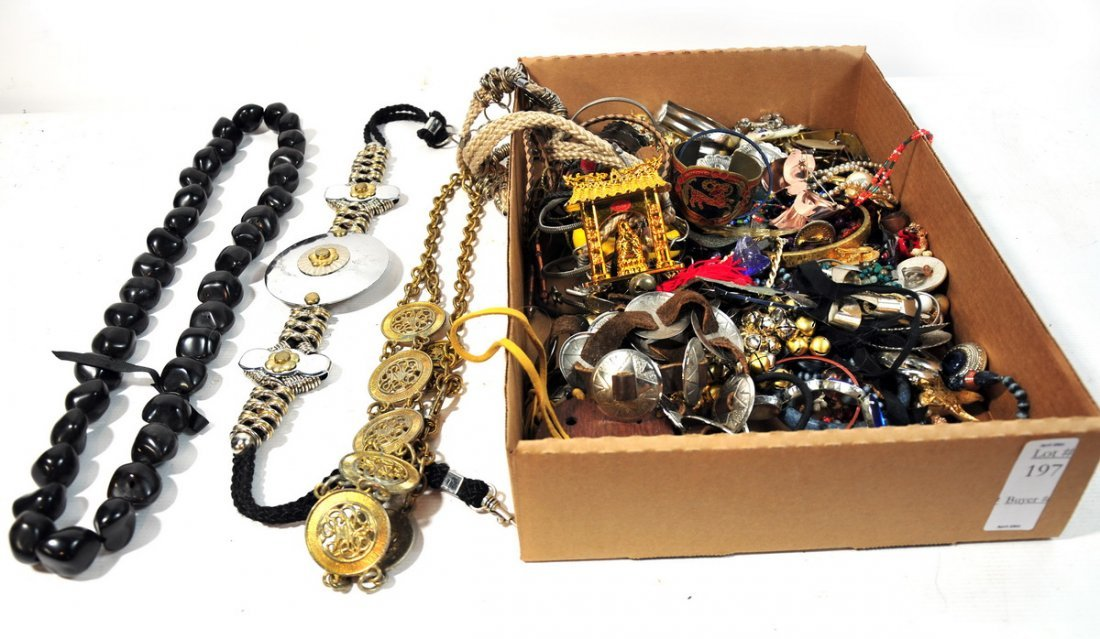 197: Large selection of estate costume jewelry