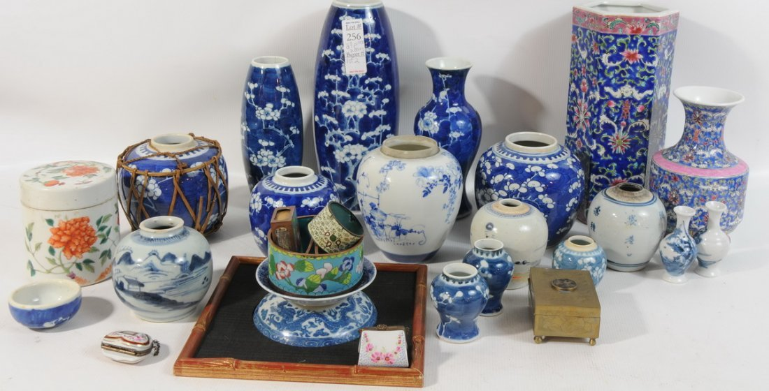 256: Collection of Chinese assortment Chinese blue and
