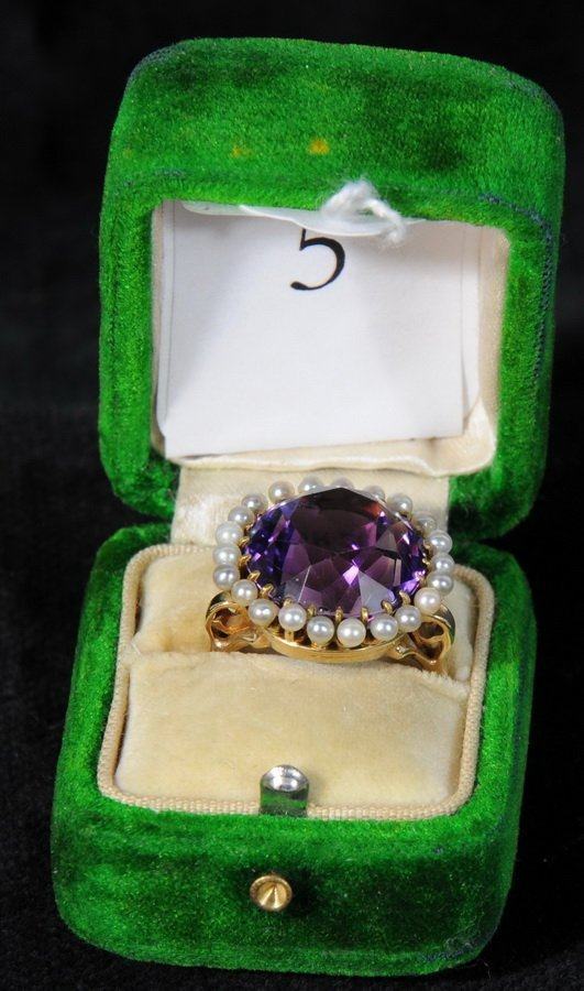 5: Beautiful 14kt. Amethyst Ladies Ring with surroundin