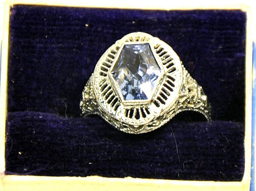 Ladies 14kt. White Gold Sapphire estate ring