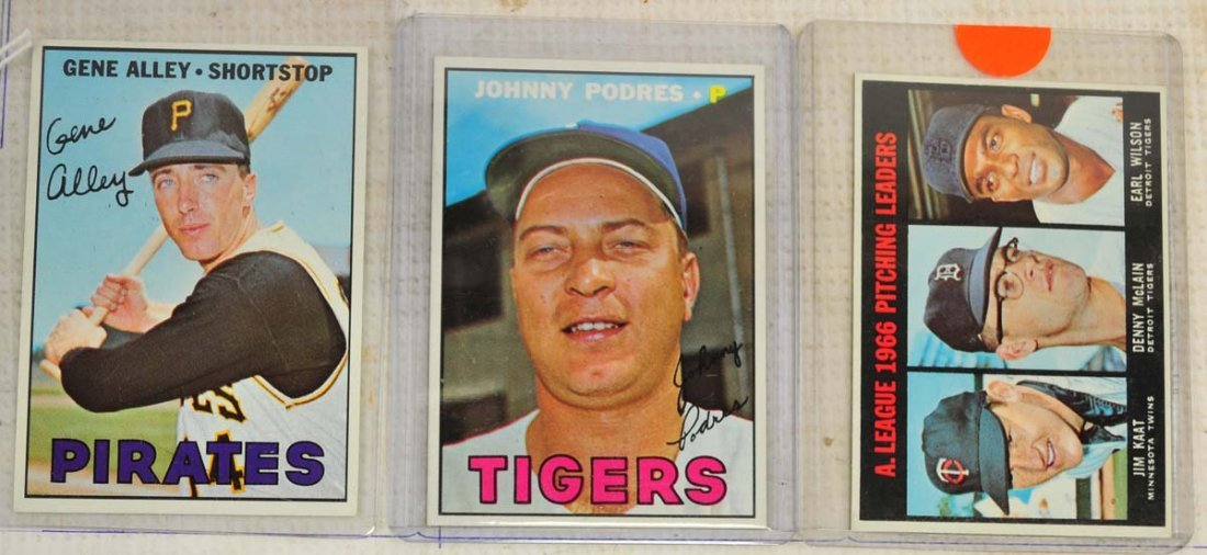 28 1967 Topps Ungraded Mint Cards - 9