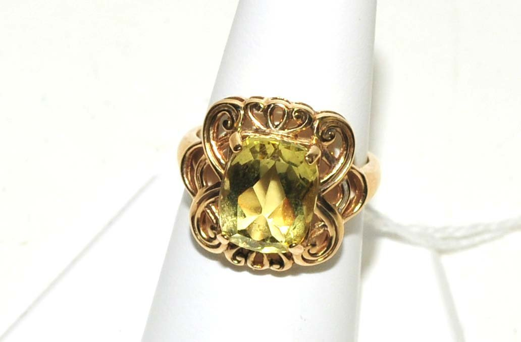 Ladies 10Kt. Gold Light Green Stone Ring 4 Grams