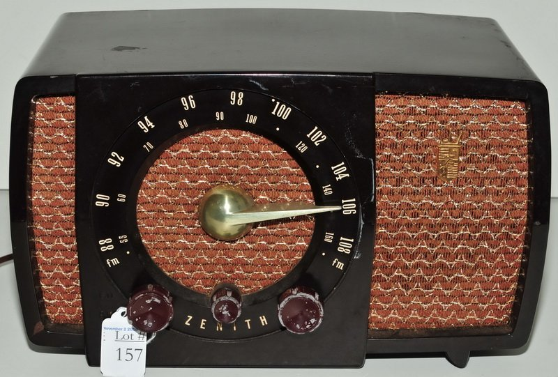 Vintage Zenith Bakelite AM/FM Tube Radio
