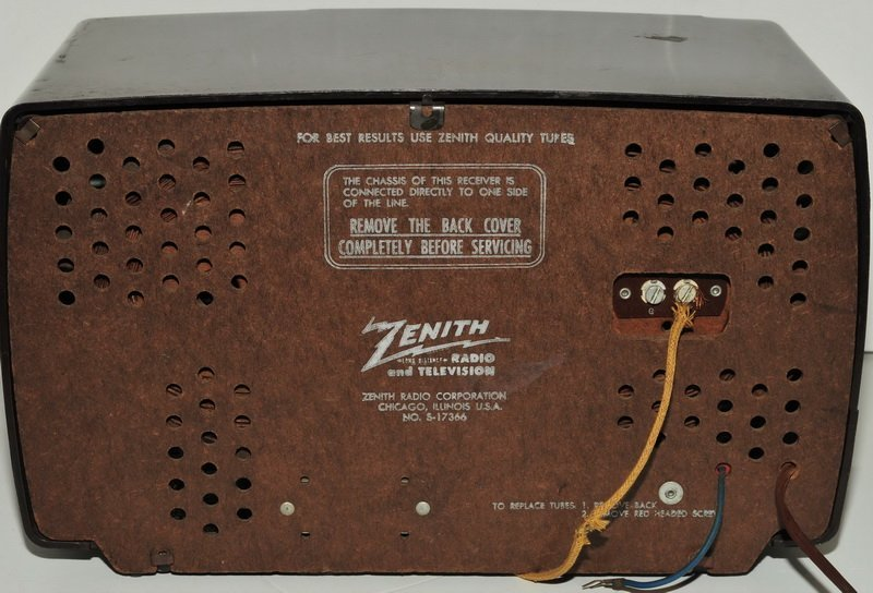 Vintage Zenith Bakelite AM/FM Tube Radio - 2