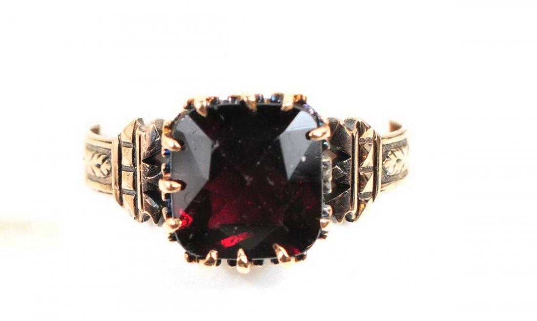 Antique Ladies Garnet 10K gold ring