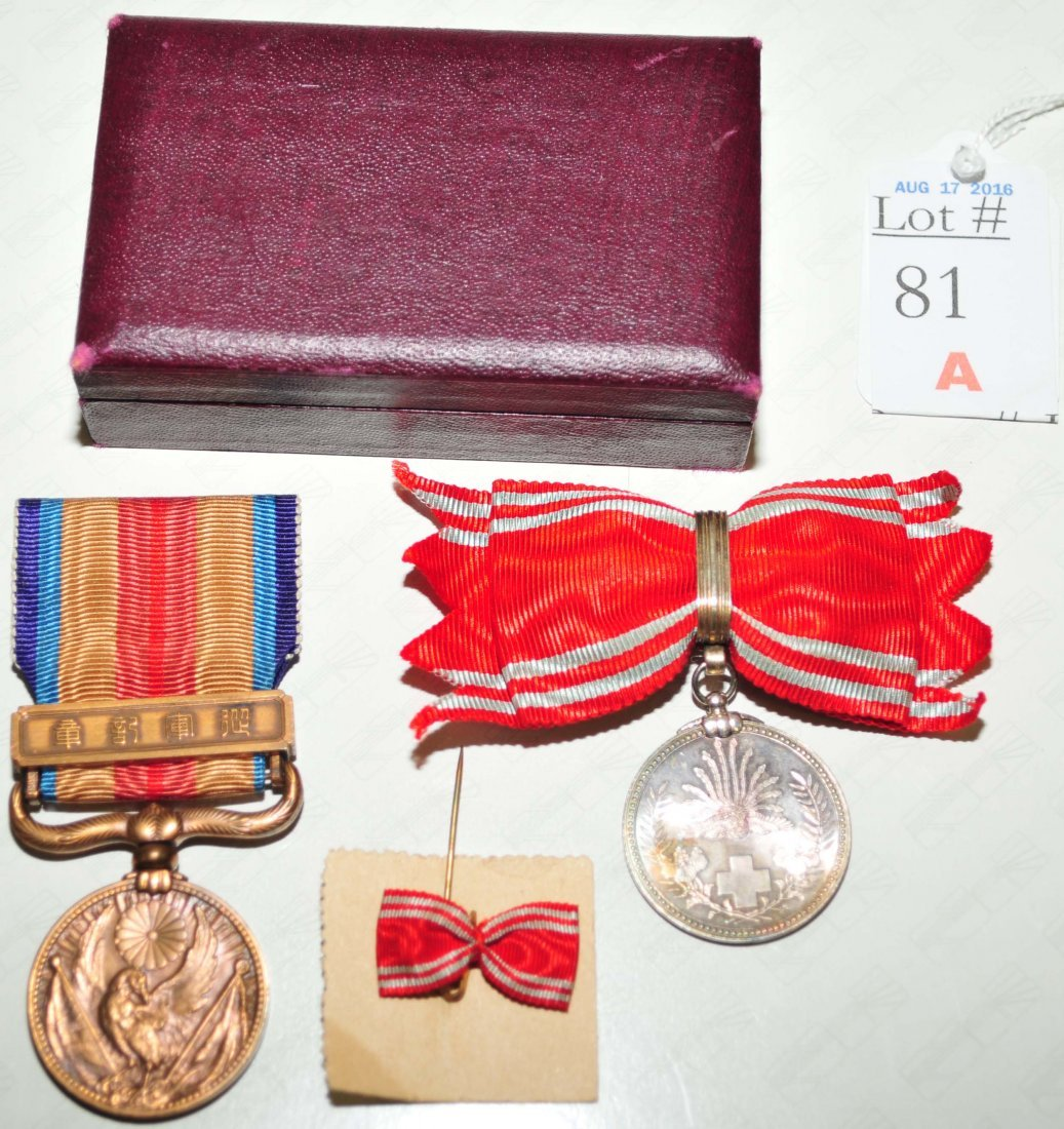 Two WWII Japanese Medals with original case - 2