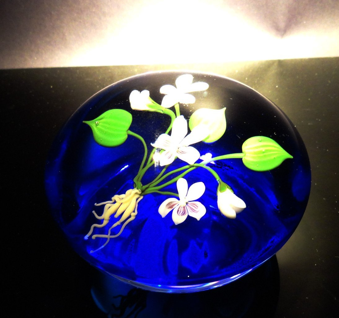 9: Paul Stankard 'Untitled' flowers with roots in blue