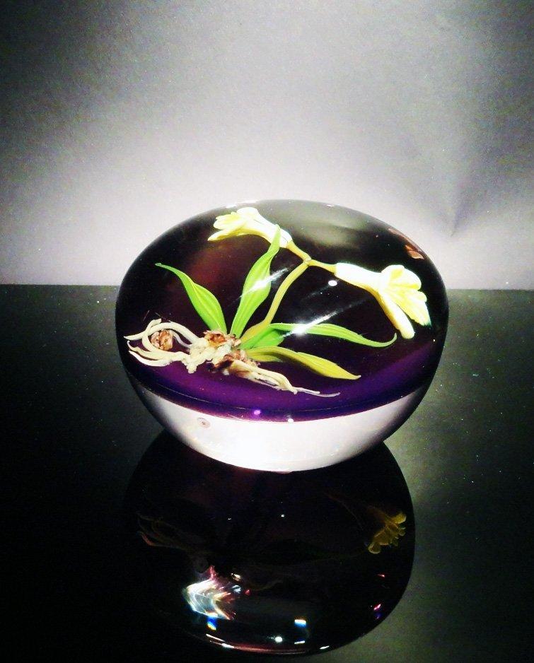 11: Paul Stankard 'Untitled' light purple with flowers