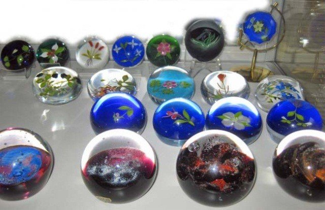 351: 20 Crystal Paperweights