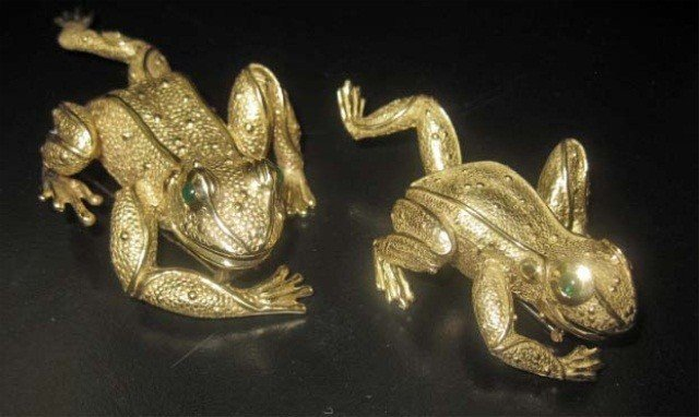 45: Pair of 18K Gold Frog Form Clips