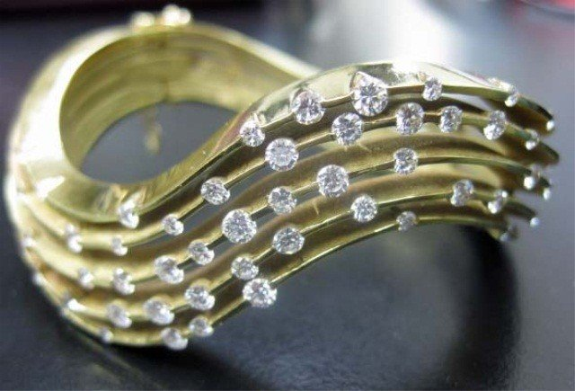 46: 18K Gold Wave Form Cuff with Diamond Accents