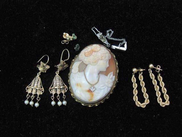 22: Assorted Jewelry