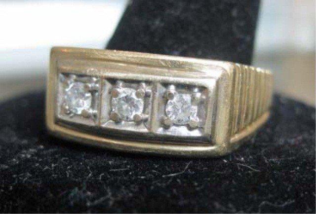 7: Men's 14K Gold 3 Stone Diamond Ring