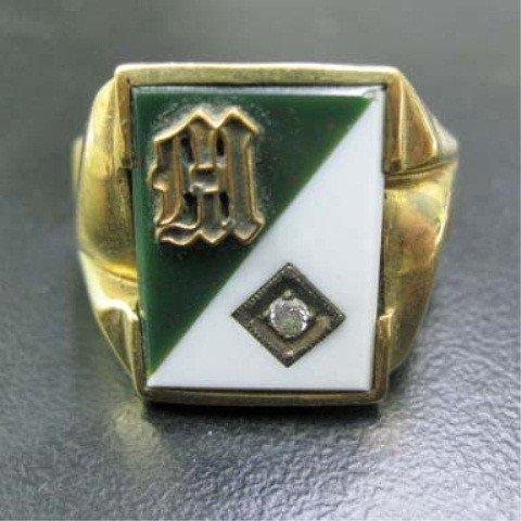 13: Men's 14K Gold Signet Ring