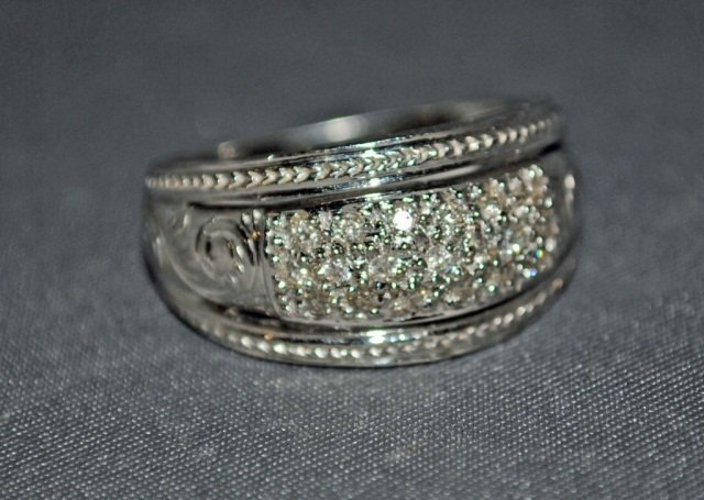 14: 14K White Gold Diamond Ring