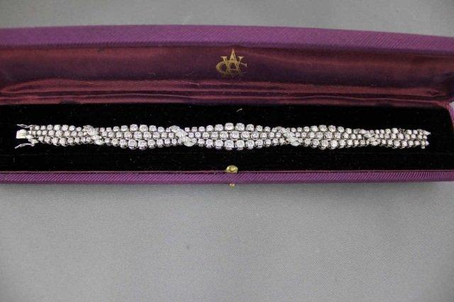 19: 14K White Gold Diamond Bracelet