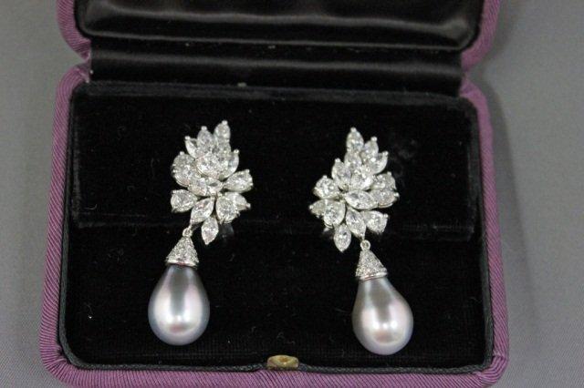 22: Pair of 18K White Gold Diamond Earclips
