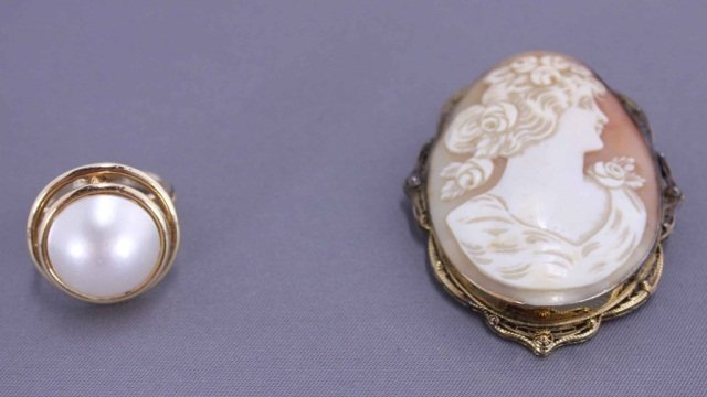 7: 14K Gold Ring w/ Mabe Pearl and Cameo Pin