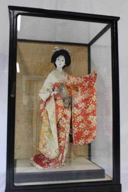 Japanese Geisha Doll In Glass Enclosed Display Box