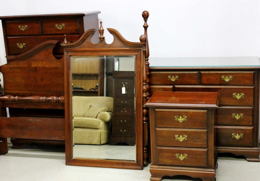 Thomasville Colonial Bedroom Set
