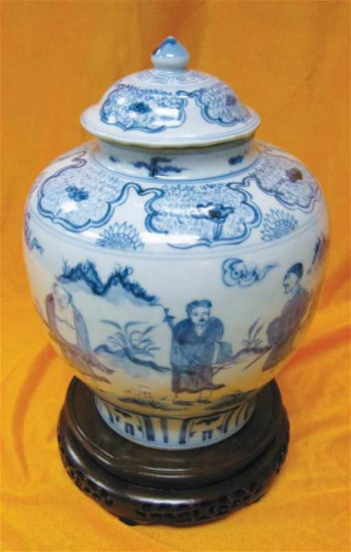 383 White And Blue 8 Immortals Vase Emperor Ming Jia