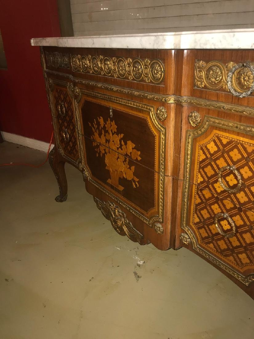 19th Century French Commode. - 4