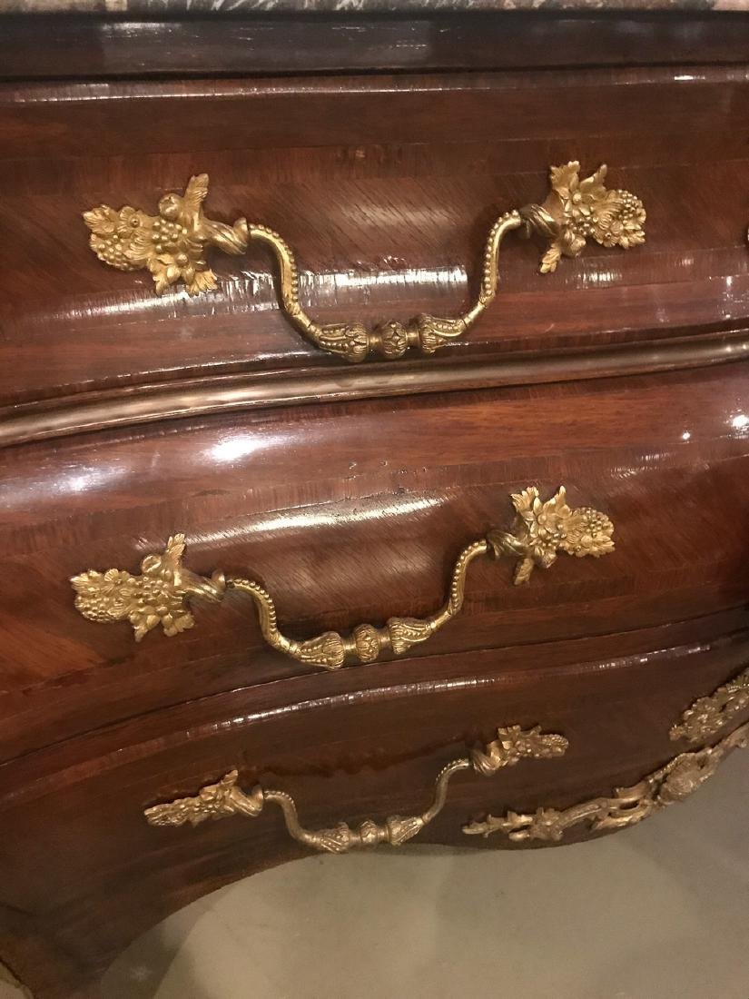 19th Century French Commode. - 3