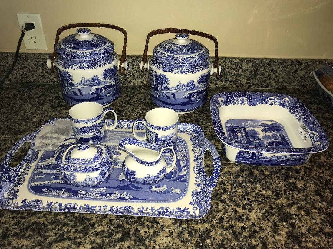 8 Pieces Of Italian Spode China. - 2