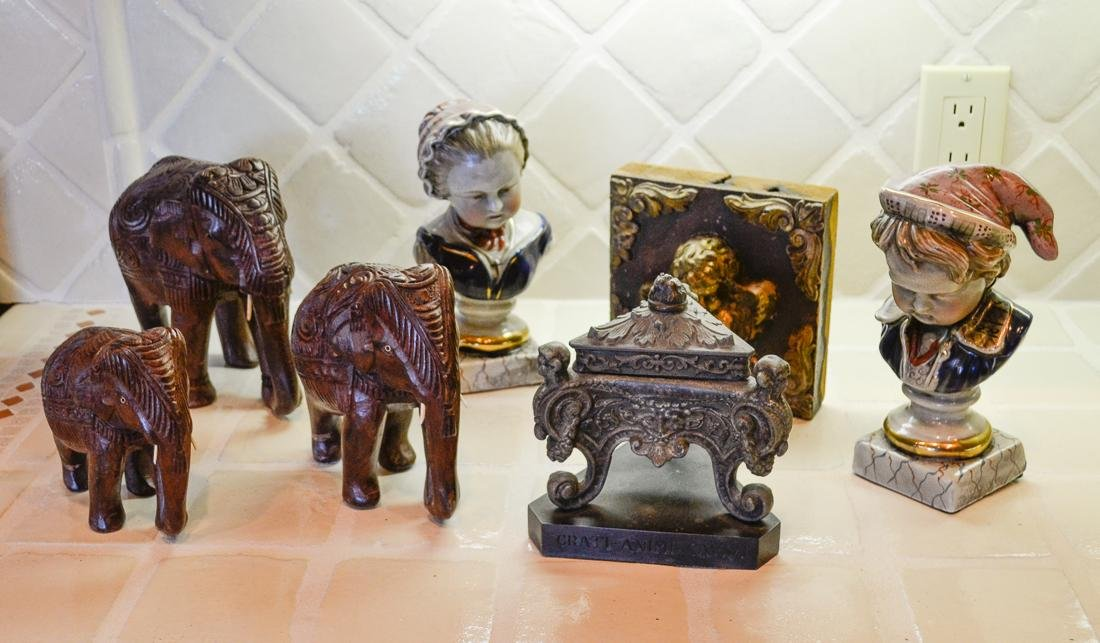7 Piece Decorative Items.