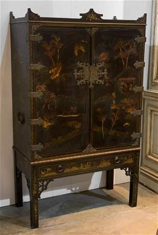 Lacquered English Chinoiserie Wardrobe