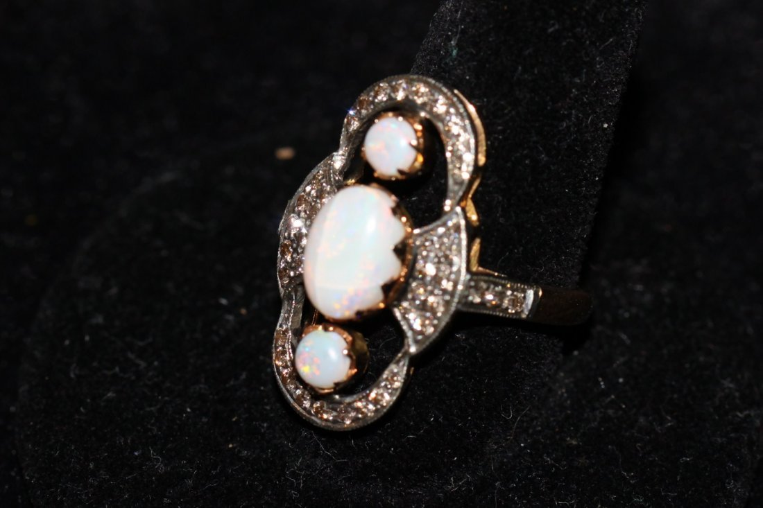 18k Yellow Gold Diamond & Opal Ring