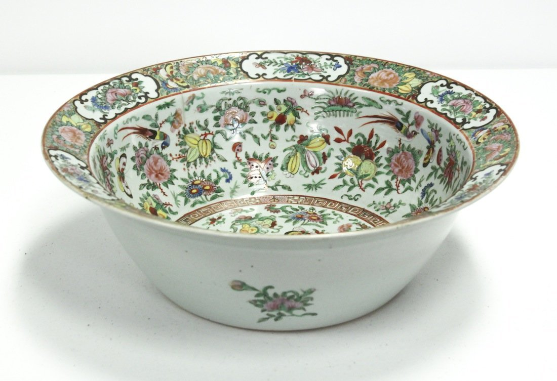 19th-century Chinese Rose Medallion Chow Bowl