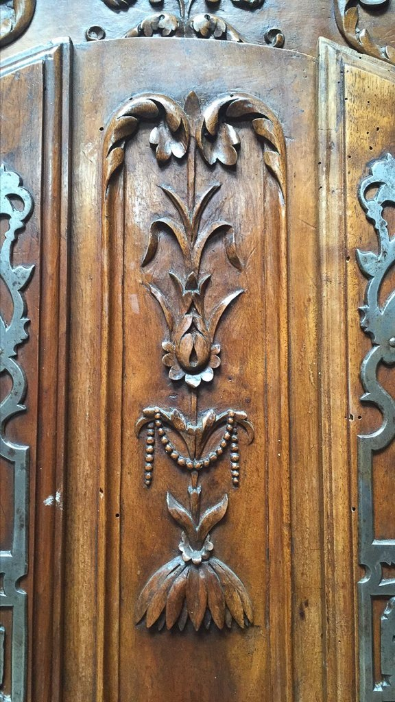 Superb 18th Century French Walnut Armoire - 2