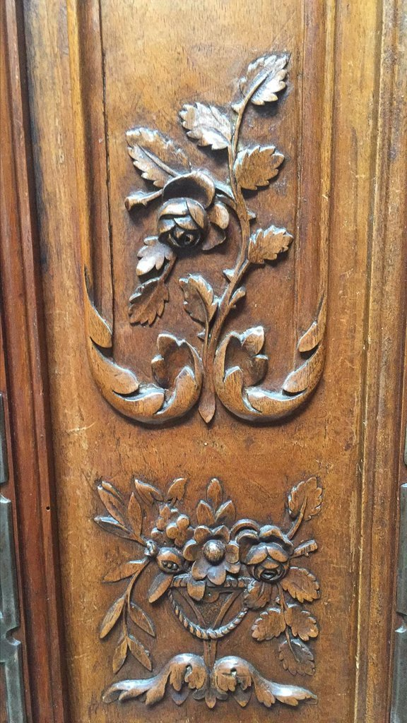 Superb 18th Century French Walnut Armoire - 3