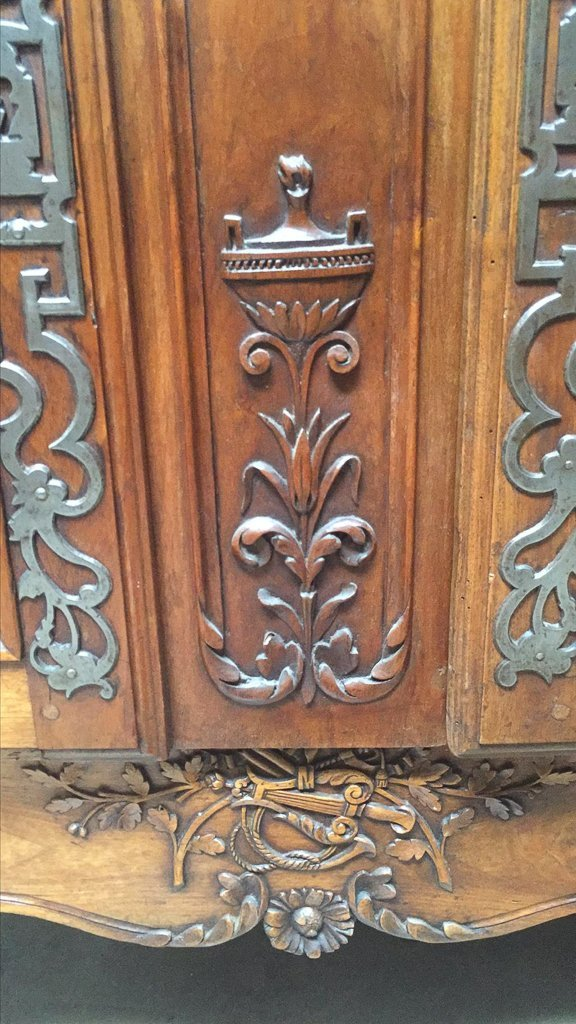 Superb 18th Century French Walnut Armoire - 5