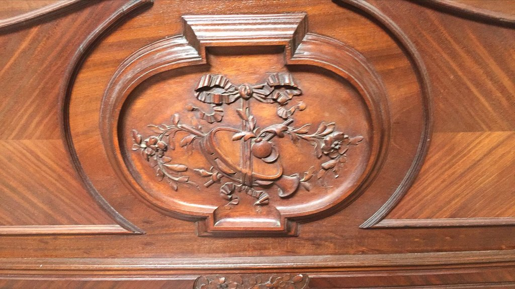 Quality 19th Century French Carved Walnut Bed - 5