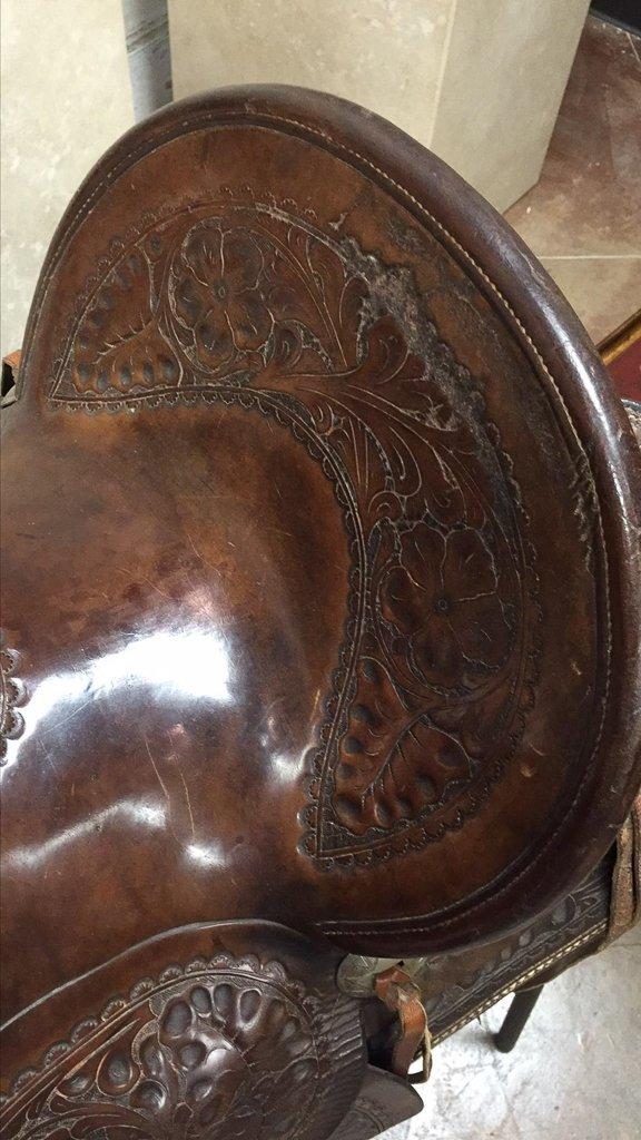 Custom Tooled Leather Saddle, Marked R L Davis - 4