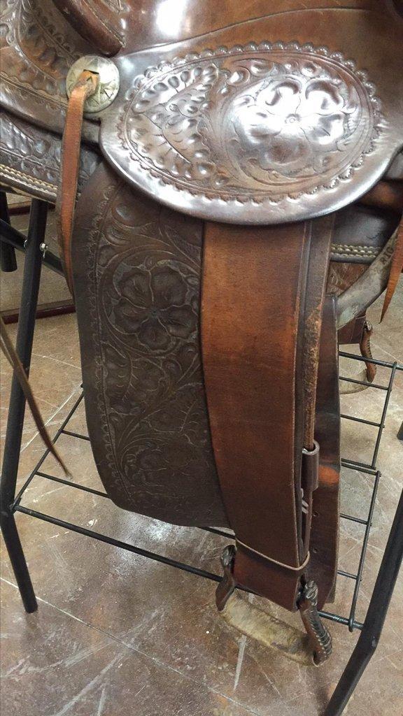Custom Tooled Leather Saddle, Marked R L Davis - 5