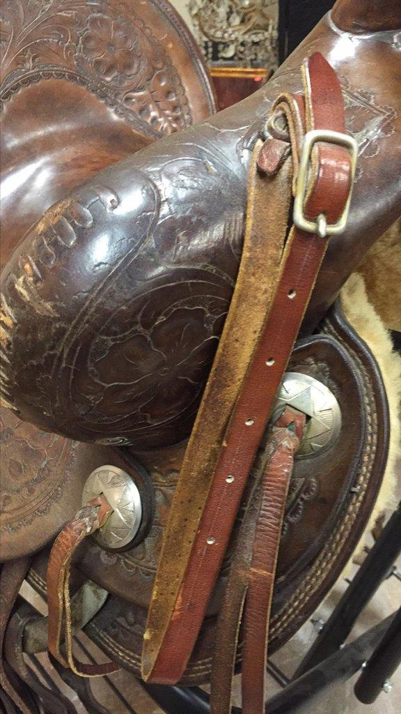 Custom Tooled Leather Saddle, Marked R L Davis - 6