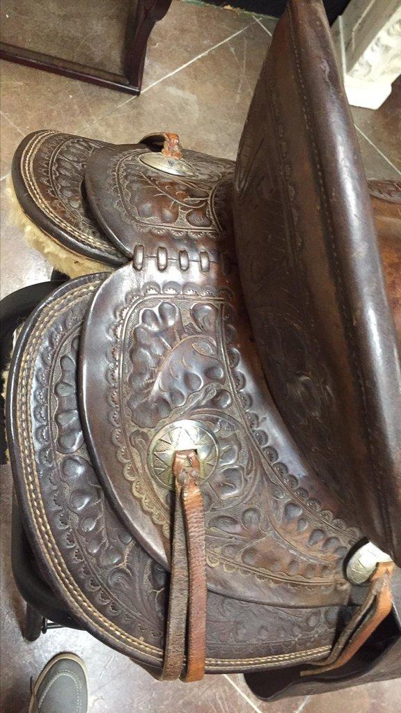 Custom Tooled Leather Saddle, Marked R L Davis - 7