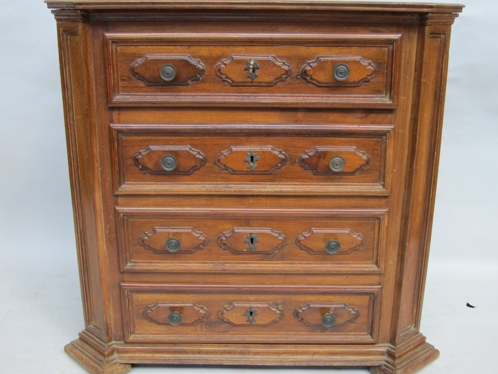 16: COMMODE