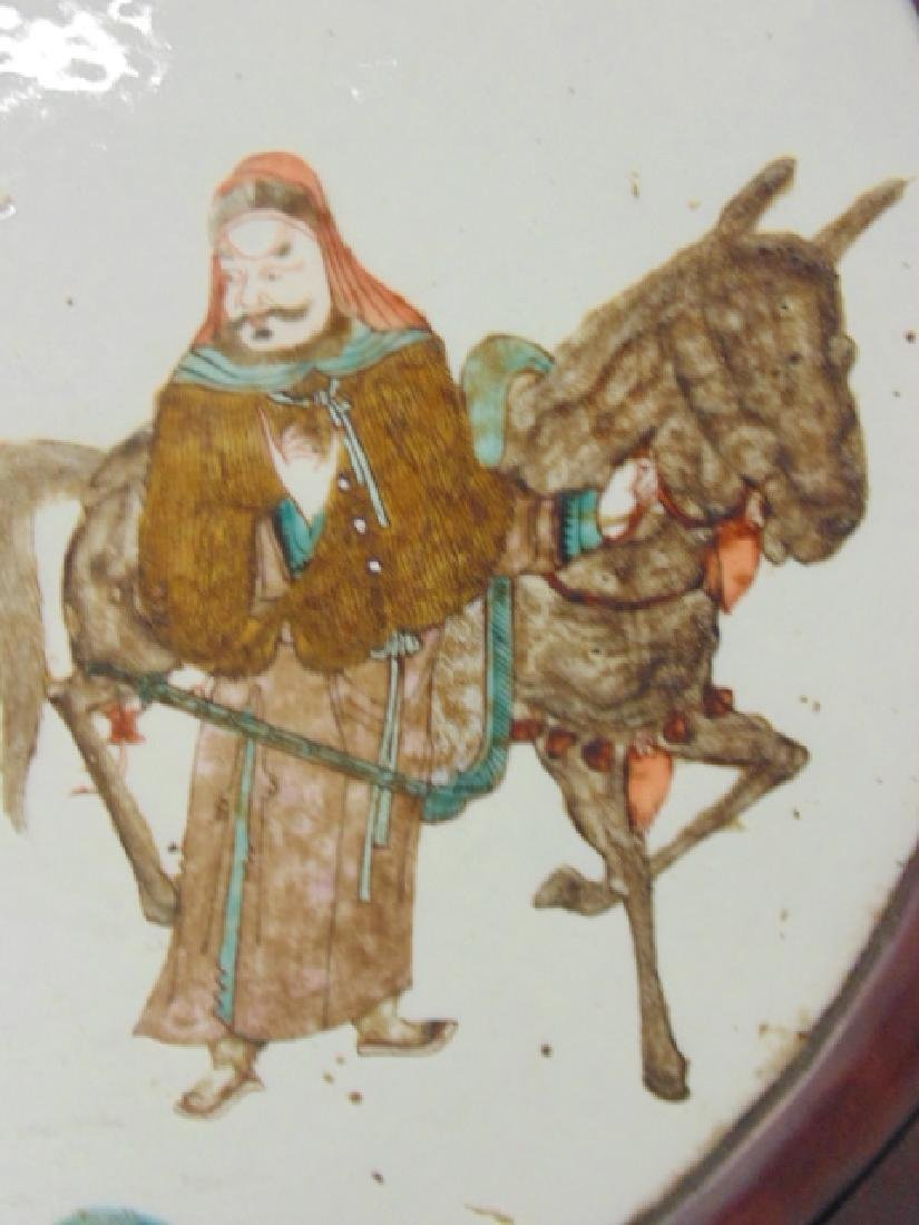 Chinese porcelain plaque, woman offering drink - 5