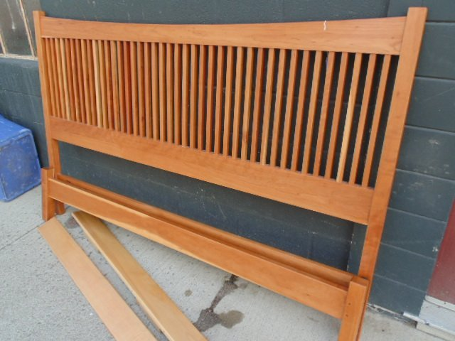 King size Stickley Audi spindle cherry bed - 3
