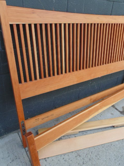 King size Stickley Audi spindle cherry bed - 4
