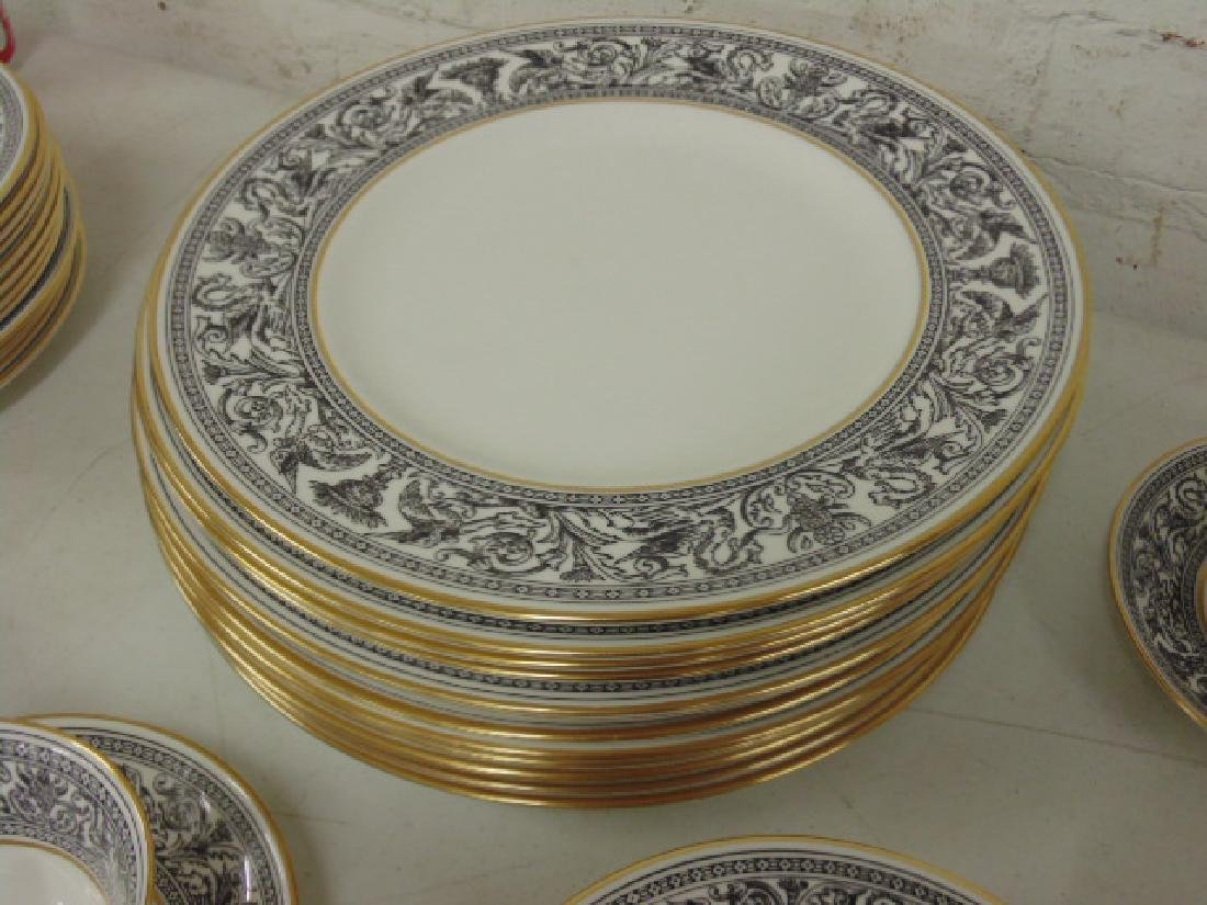 "Set of porcelain dinnerware by Wedgwood, ""Florentine"", - 4"