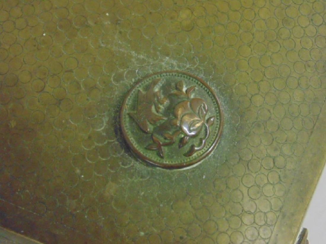 Brass Asian box, textured patina - 4