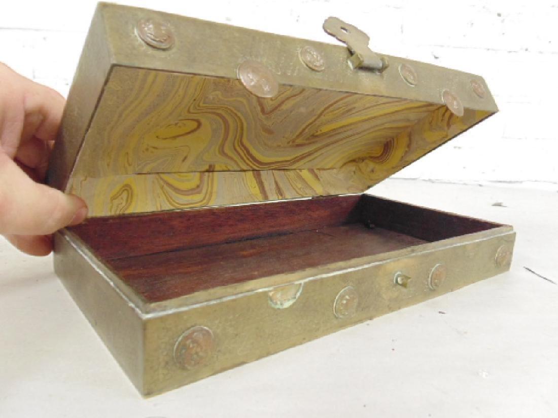 Brass Asian box, textured patina - 6