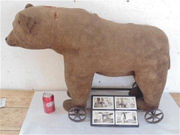 Steiff bear pull toy, original condition, on iron frame